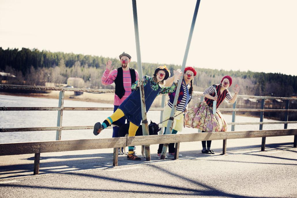 Bo Hedda Sara och Siri på bron